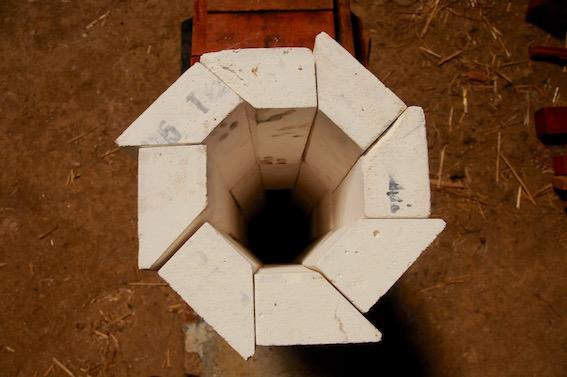Cheminée octogonale en brique réfractaire isolante